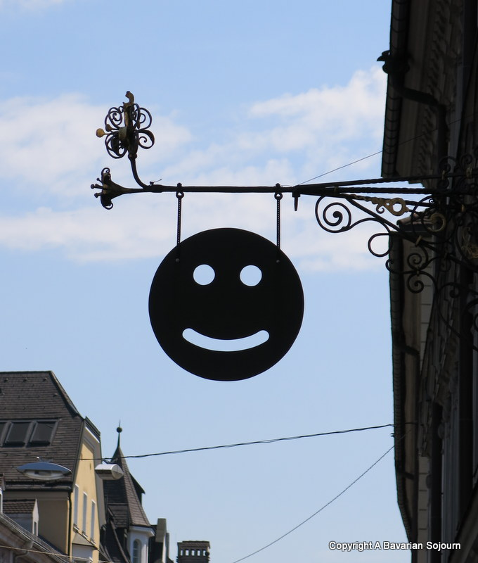 smiley sign innsbruck