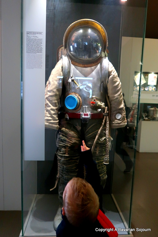 lost in space - astronaut outfit - milan science museum