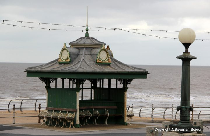 beach shelter blackpool