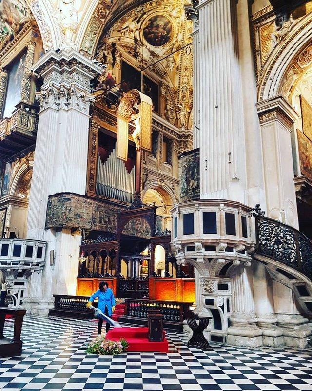 Sunday Photo – Holy Hoovering Bergamo