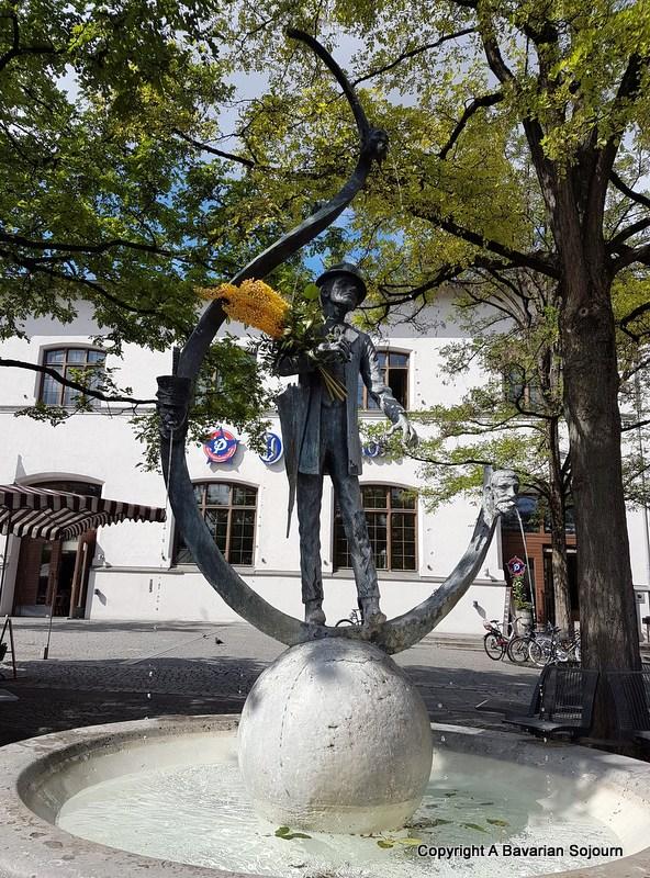 Viktualienmarkt Statue